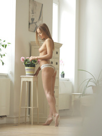 Sabina Moore Fingering Her Sweet Pussy 00