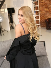 Busty Blonde Pornstar Nikky Thorne 01