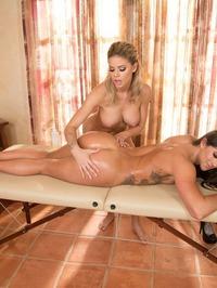 Jessa Rhodes Amd Aspen Rae In Sex Massage 04