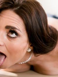 Horny Masseuse Mindy Mink Seduces Samantha Hayes 10