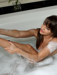 Bath Time With Kimmy Granger 00