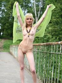 Lilia Hippie 18