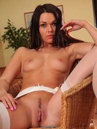 Frida Sexily Shows Her Trimmed Pussy 14