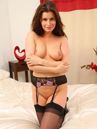 Kamila Strips Off Her Sexy Lingerie 09