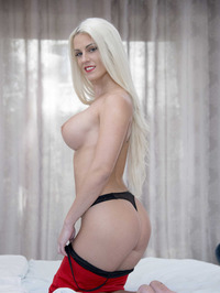 Big Boobed Blanche Bradburry Gets Nude In The Bedroom 06
