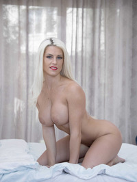 Big Boobed Blanche Bradburry Gets Nude In The Bedroom 08
