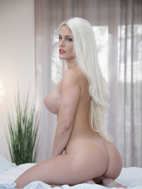 Big Boobed Blanche Bradburry Gets Nude In The Bedroom 09