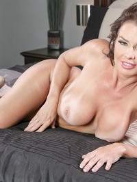 Mature Babe Veronica Avluv Spreading On A Bed 04