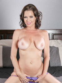 Mature Babe Veronica Avluv Spreading On A Bed 05