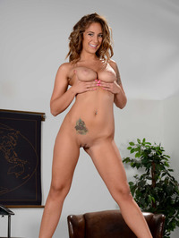 Curvy Babe Layla London Gets Nude On A Desk 18