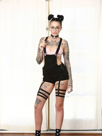 Cute Punk Babe Leigh Raven Shows Her Tits 01