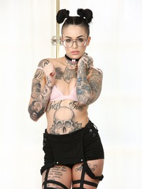 Cute Punk Babe Leigh Raven Shows Her Tits 06