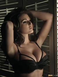 Beauty Lucy Pinder Shows Off Her Huge Breasts 03