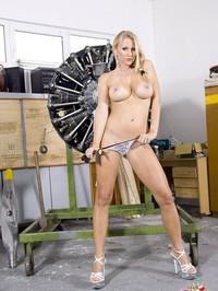 Nikita Valentin Stripping 22