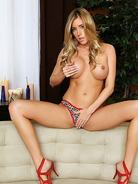 Samantha Saint Spreads And Rubs Her Cunt 04