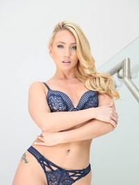 Hot Blonde Shows Her Great Ass 03