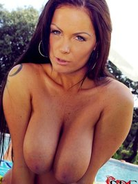 Busty Hungarian MILF Sheila Grant 04