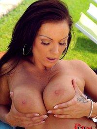 Busty Hungarian MILF Sheila Grant 07