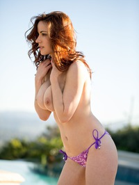 Elizabeth Marxs Shows Off Her Hot Body By The Pool 05