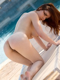Elizabeth Marxs Shows Off Her Hot Body By The Pool 12
