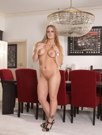 Sexy Mature Babe Holly Heart Undressing 06