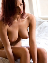 Victoria Lynn Posing Naked In Her Bedroom 13
