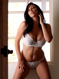 Jelena Jensen Shows Off Her Spicy Curves 00