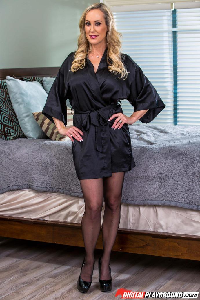 Big Boobed Blonde MILF Brandi Love Gets Naked