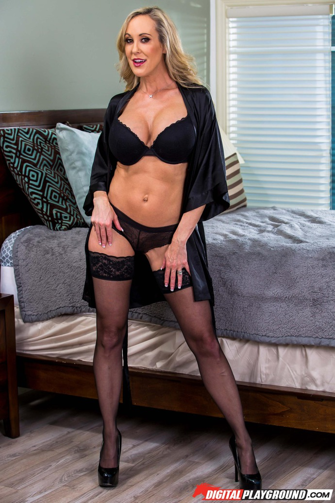 Big Boobed Blonde MILF Brandi Love Gets Naked