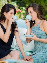 Shyla Jennings And Jenna Sativa In The Garden 01