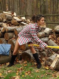 Daisy Haze Naked Logger 00