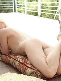 Viviene Showing Pussy From Behind 11