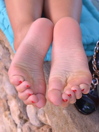 Vanessa Staylon And Lucy Li Foot Fetish 16