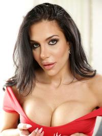 Jaclyn Taylor Exposing Big Tits 01