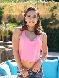 Sara Luvv Outdoor Striptease 00