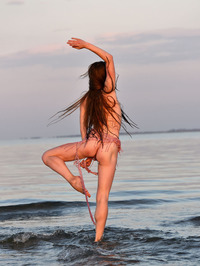 Leanne Shows Naked Flexible Body 14