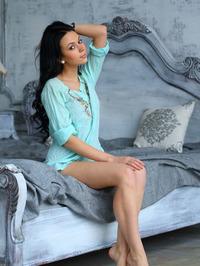 Sheri Vi Gets Nude In Bed 01