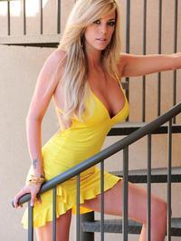 Gisele yellow dress 03