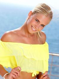 Blonde Hottie Tracy Gold Spreading 00
