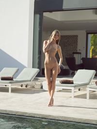 Gina Gerson Stuffs Her Pussy With A Vibro 00