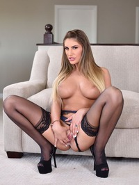 August Ames Spreads And Fondle Her Pussy 09