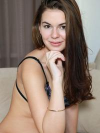 Karolina Young In Entamu 02