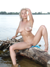 Isabella D Epic Titties In The Lake 03