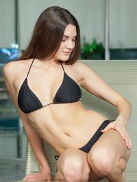 Vanda Strips Off Her Sexy Black Bikini 00