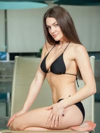 Vanda Strips Off Her Sexy Black Bikini 01