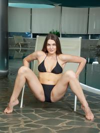 Vanda Strips Off Her Sexy Black Bikini 03