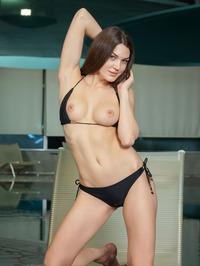 Vanda Strips Off Her Sexy Black Bikini 05