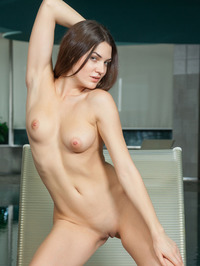 Vanda Strips Off Her Sexy Black Bikini 15