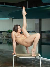 Vanda Strips Off Her Sexy Black Bikini 18