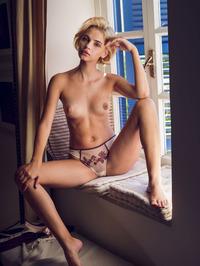 Blonde beauty Lilit A 04